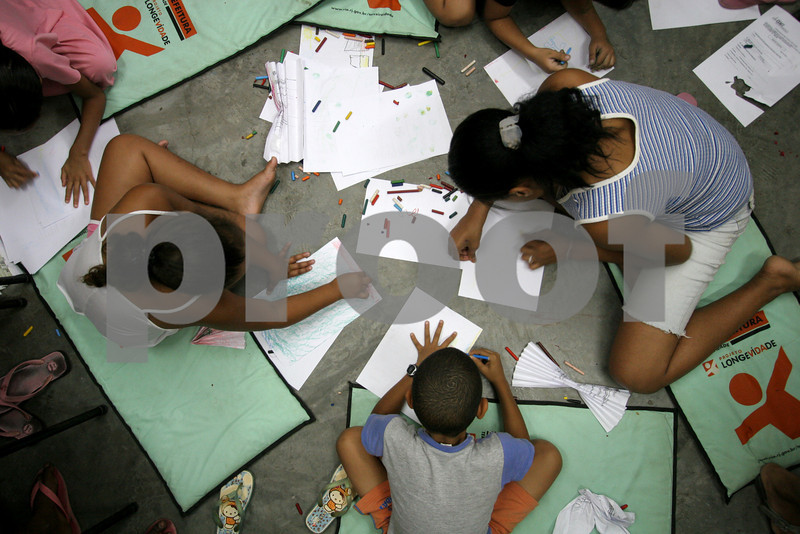 Young people attend an arts and crafts session at the Center for Citizenship, Cultural Actions and Studies (CEACC) of the Cidade de Deus (City of God) slum in Rio de Janeiro, Brazil. The CEACC is an NGO  founded in 2001 by current and former residents to combat economic, social and racial prejudice in the slum. It is supported in a large part by the British NGO Action Aid. Among the programs offered by the center are Football, Karate, Dance, Computer labs and tutoring. The CEACC building was bought in 2005 through a donation from British national Olga Jablkowska, and as been an important part of the success of the organization. (AustralFoto/Douglas Engle)