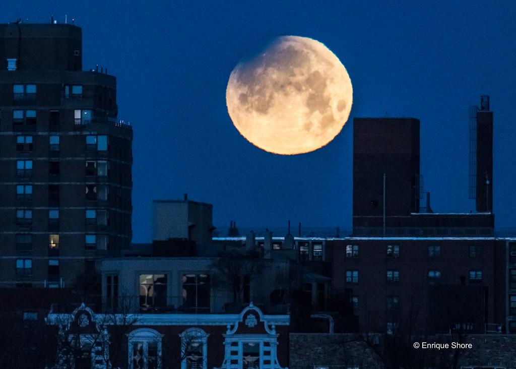 Lunar eclipse starts over New York City