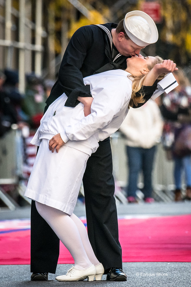 """""""Sailor and nurse"""" recreate  famous kiss during Veterans Day Parade 2017 in New York City"""