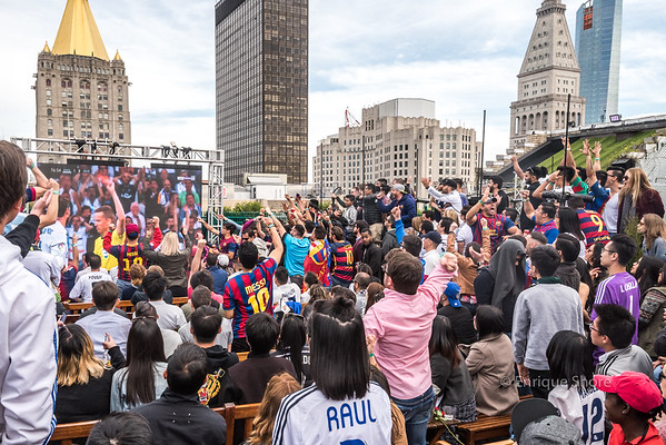 Barcelona and Real Madrid fans watch the Clasico in New York