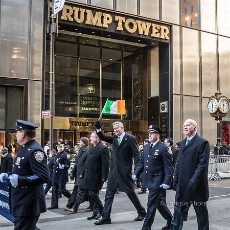 New York Mayor De Blasio waves Irish flag in front of Trump Tower during St Patrick's Day parade