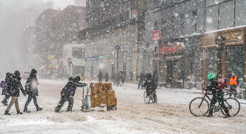 Heavy snowstorm hits New York city