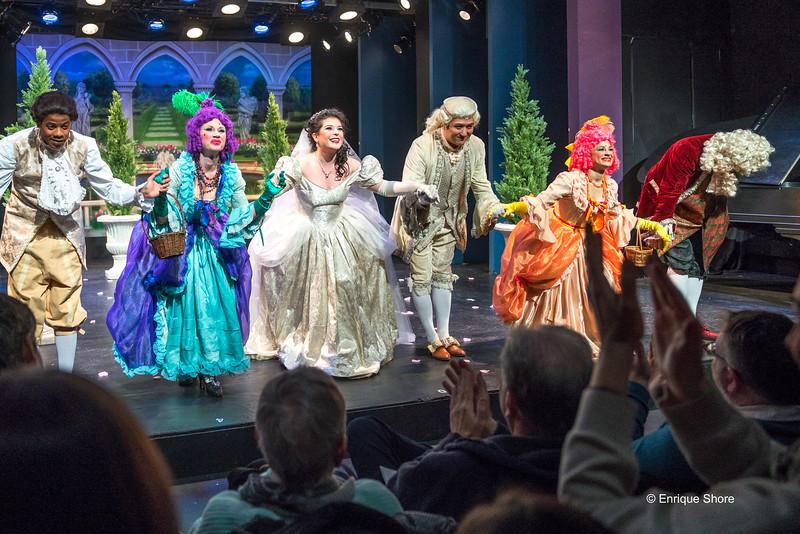 Opera cast applauded after performing La Cenerentola in New York