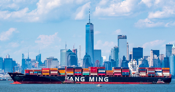 Chinese container ship arrives in New York