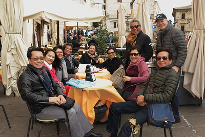 Taking a break at Caffe Portos at the Town Square near the Lion Fountain and Torre del Popolo: Ed, Melanie, Ginny, Minnie, Becky, Mindy, Pepot, Betsy, Ros, and Zardy
