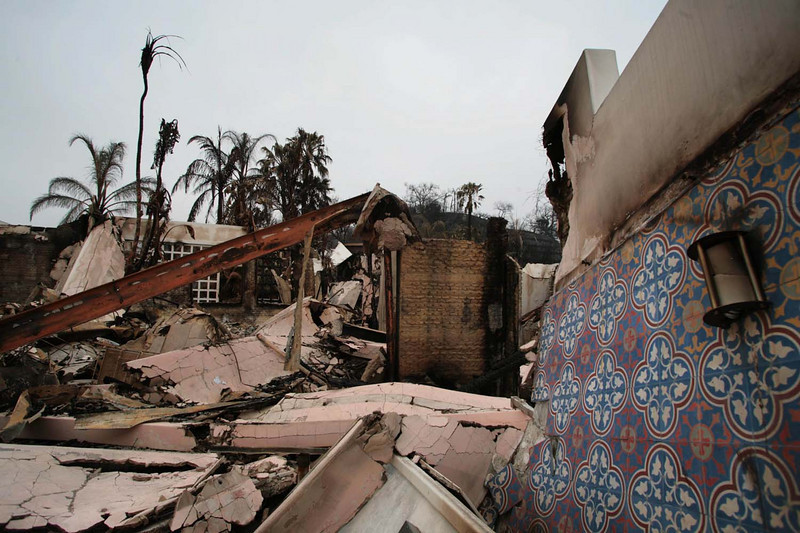 Charred debris are all that remain of this once-luxurious home overlooking Santa Barbara, Calif., along Holly Road on Sunday, May 10, 2009, where the Jesusita wildfire destroyed more than 80 homes over the past few days.    (AP Photo by Eric Parsons)