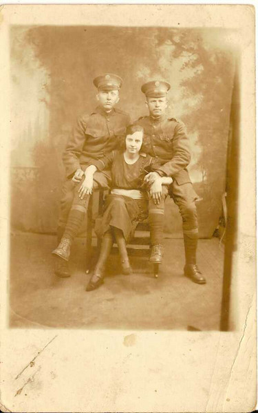 W.O. Reynolds Sr in Army? - Private Wm O Reynolds. �See next picture for back of photo