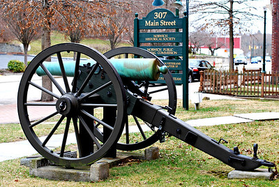 Memorial cannon at the Buckingham Memorial