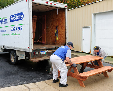 20161017 Habitat Picnic Tables Pickup-05475