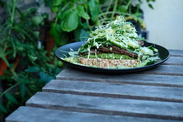 Green Goddess Saitan Sandwich