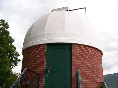 The front of Hilden's Observatory.