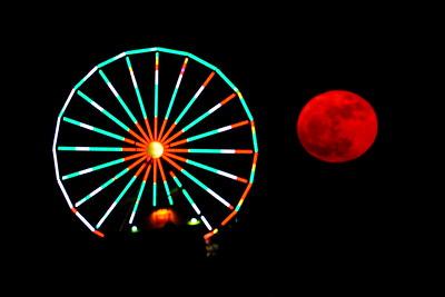 Galveston_SuperMoon_Pleasuer_Pier_moon_right_of_wheel_D71_6824 - Copy