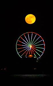 Galveston_Super-Moon_Over-Ferris-wheel_Vertical_Format_D75_1056a