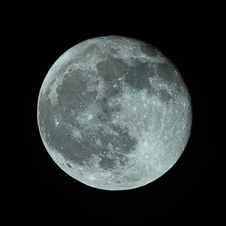 Waning Gibbous Moon 98% illuminated taken 1sth December 2020 at 6:27pm BST
