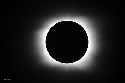 Corona at mid-totality.