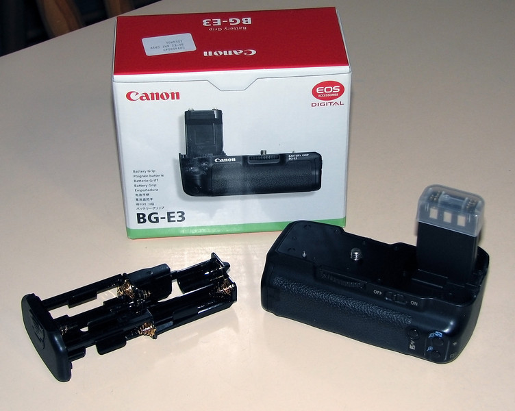 Canon 400D Battery Grip - Acquired with the camera 27/03/2010