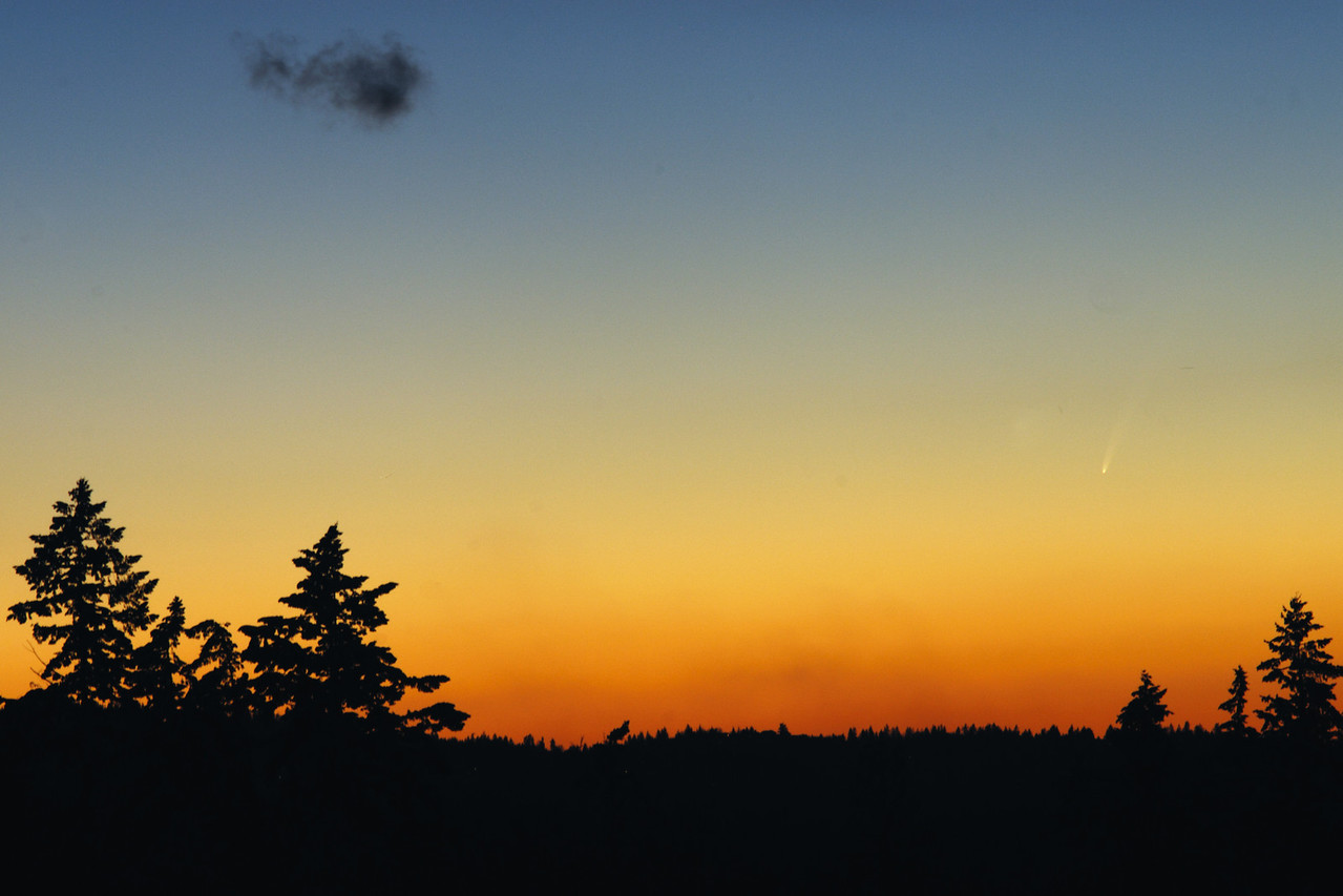 This beautiful image is the first in a sequence of three by Jayson McIvor and was taken on January 11th, at 17:21 Pacific Standard Time (PST).  The sky was not quite dark yet. (See next image by Jayson!)