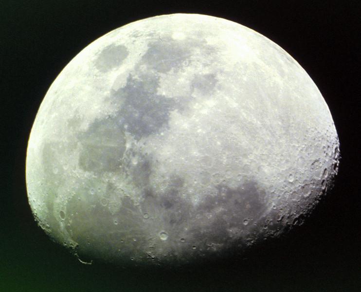Gibbous Moon 25/04/1980