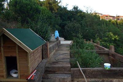 Kaba betonu bitip sabit ayağın yerleştirildiği gözlemevine daha sonra yapılan yol. Sağdaki bölümlerde sebze ve meyva yetiştirilecek :-)