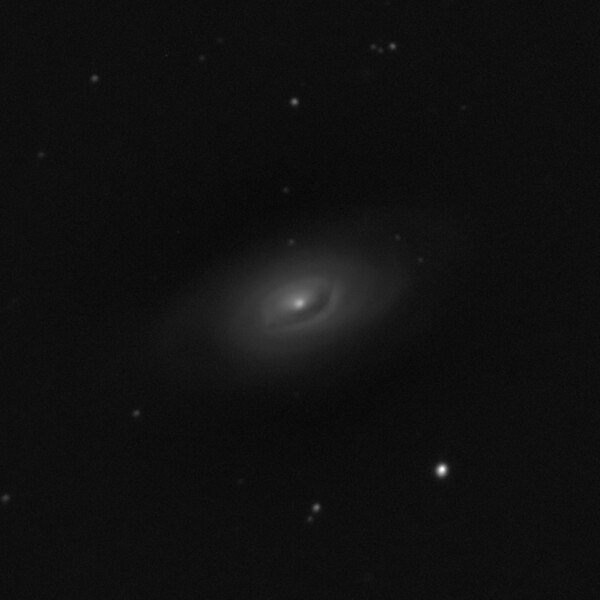 M64 NGC4826 Black Eye or Sleeping Beauty Galaxy - 21/4/2019 (Processed Cropped Mono stack)