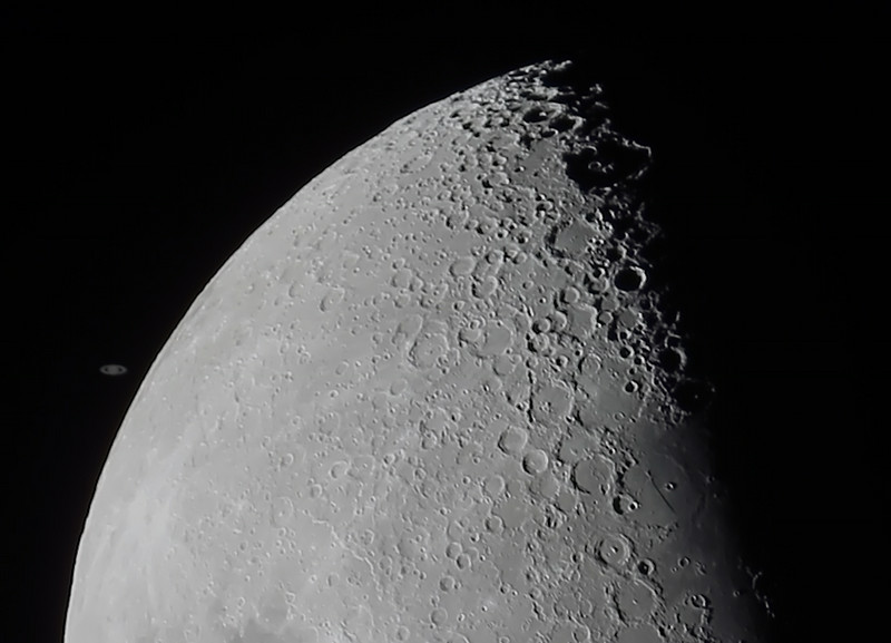 Occultation of Saturn by The Moon - 4/8/2014 19:19 (Processed cropped stack)