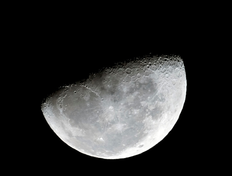 Moon near Third Quarter 28/11/2010
