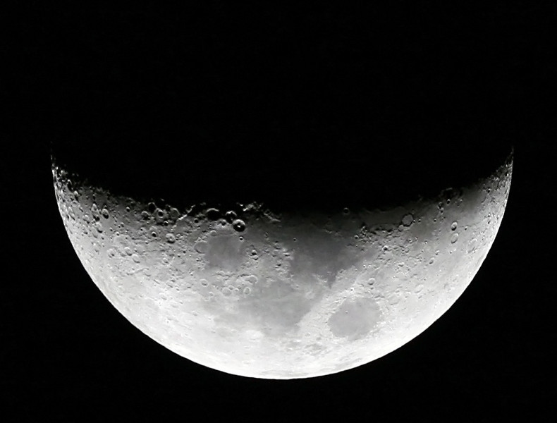 Moon nearing First Quarter (6 days old) - 13/10/2010 (Processed)