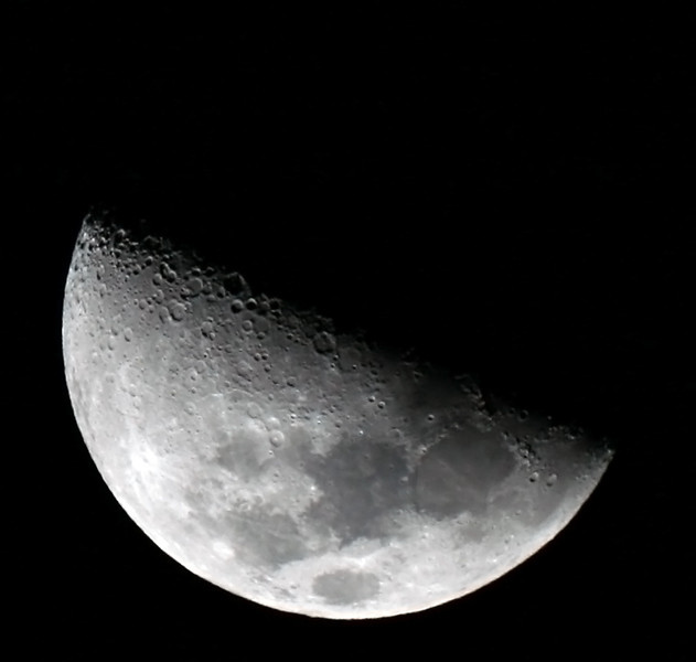 Moon at First Quarter (7 days old) - 13/12/2010