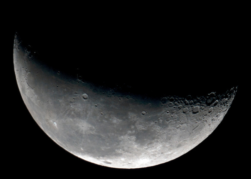 Waning Moon, just past third quarter - 14/04/2012 (Processed and cropped)
