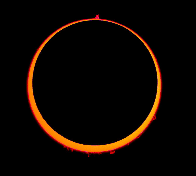 Anular Solar Eclipse <br /> <br /> Location: Spain, 2005-10-03<br /> <br /> Instrument: Borg 76ED f6.6 + filter Coronado SM60 + Nikon 995 in afocal method with Plossl 25 mm