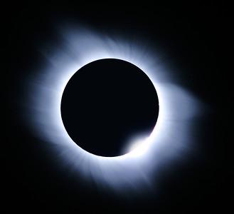 Solar Eclipse -  The middle corona and diamond  Location: Mediterranean sea, 2006-03-29  Instrument: Takahashi FS78 f8 + Canon 350D