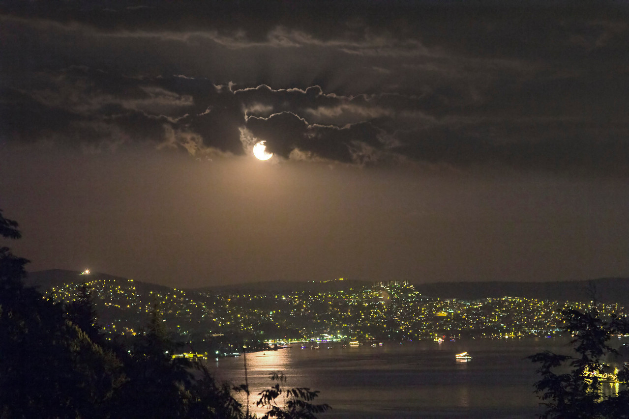Full Moon - Dolunay<br /> <br /> Date        : 25/03/2013 , 9:26pm<br /> Location  : Buyukdere-Istanbul<br /> Camera   : Canon 60Da + 24-105mm f/4 IS USM lens@ 73mm<br /> Exposure : 1/4 sec, ISO 800 f/5