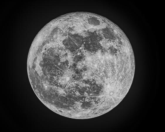 """""""Super"""" Full Moon - December 3, 2017"""