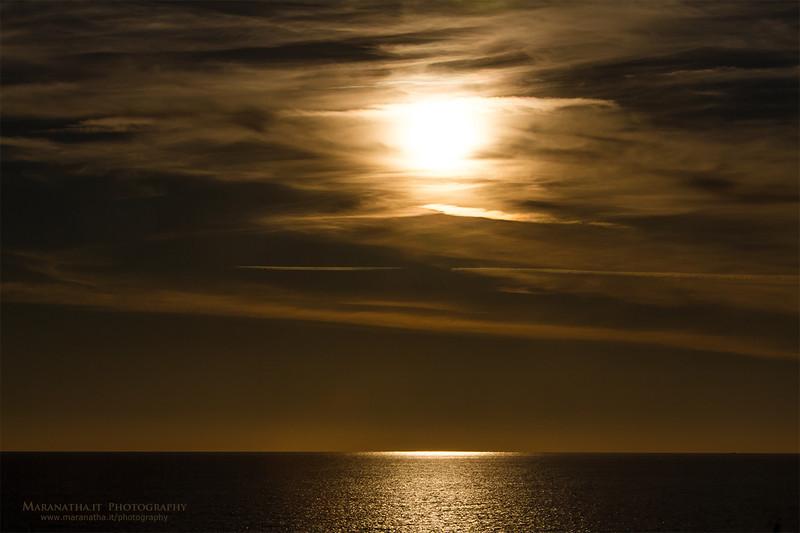 03/12/2013 – 15:59 Poco prima del tramonto nella Baia di Levante, Sestri Levante, Genoa, Italy