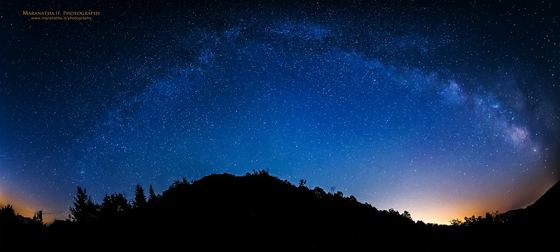 15/07/2014 – 22:51 Full view of the Milky Way Galaxy over the Ligurian Apennines, hinterland of Sestri Levante. Riviera Ligure di Levante, Genoa Italy