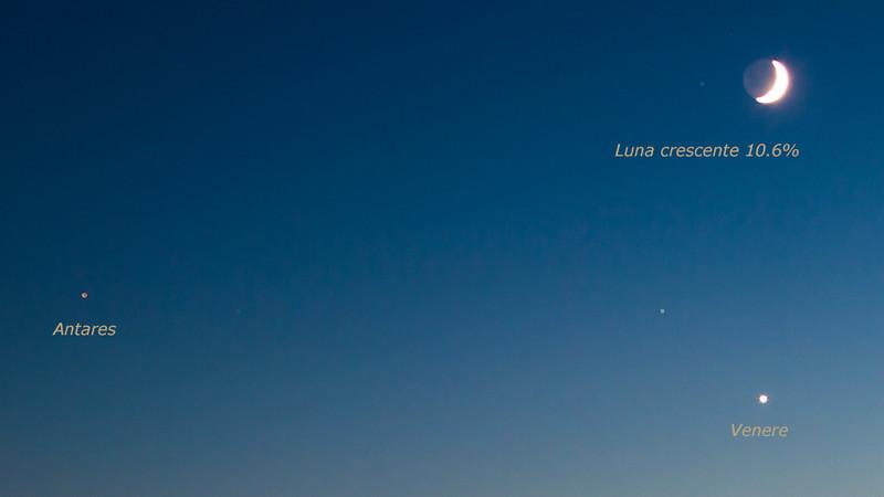 08/10/2013 – 19:28 Luna crescente 10.6% al di sopra di Venere e alla destra di Antares, vista dalla Baia di Levante, Sestri Levante, Genoa Italy