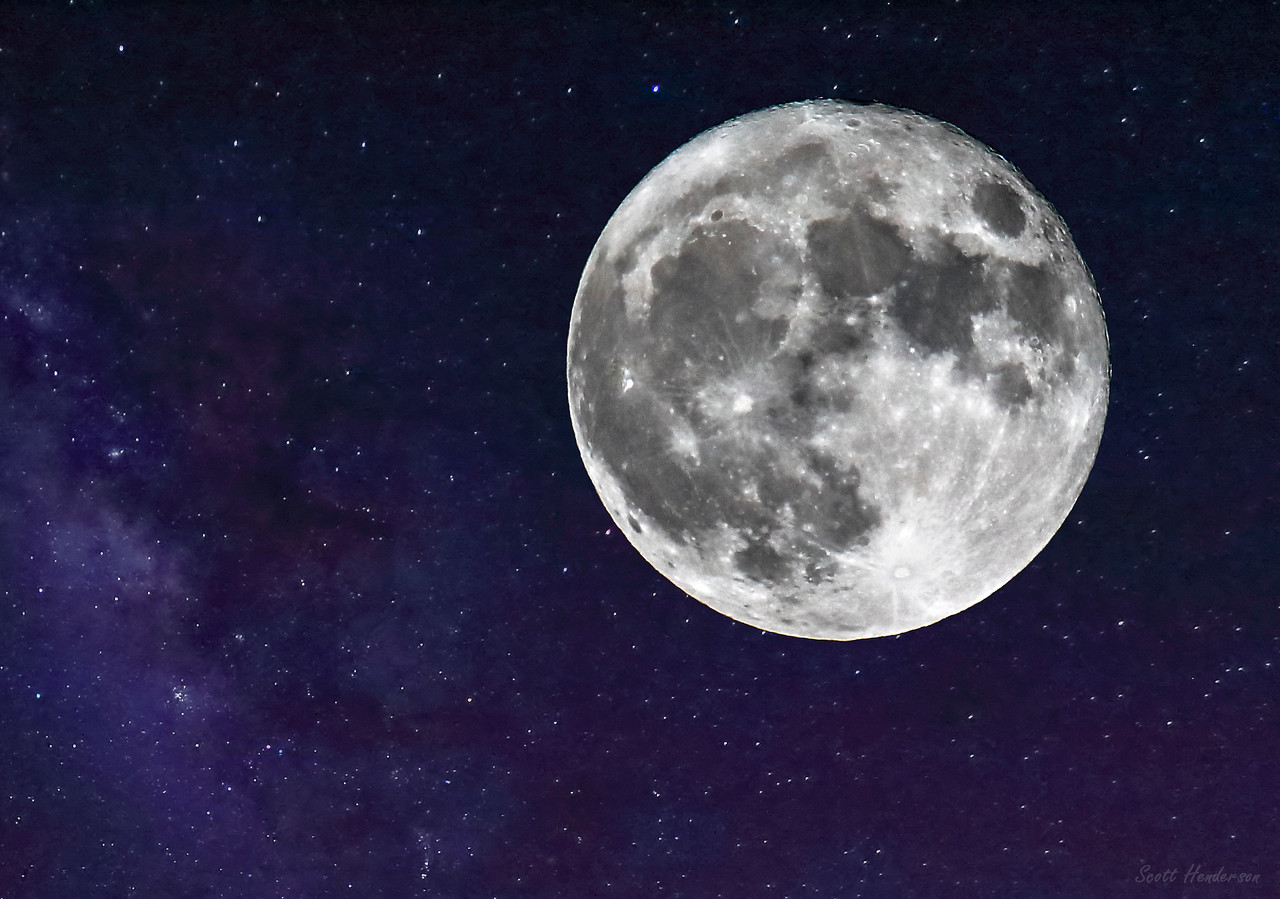 Supermoon in the Milky Way