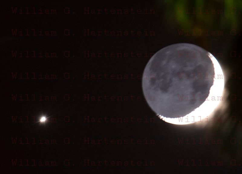 Moon with Venus 07-15-2018 from Santa Clarita, CA.