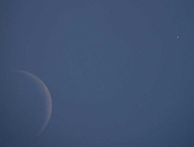 Moon and Venus 12-7-15 (_1040212)
