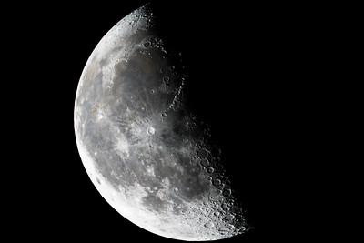 Third Quarter Luna (2016-08-25)