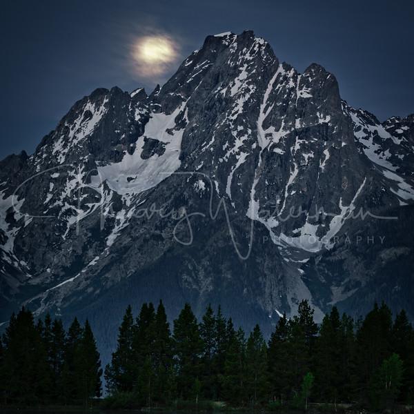 Jackson Lake Moonset 1x1