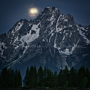 Jackson Lake Moonset 1x1