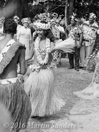 Otea, is a traditional dance from Tahiti, where the dancers, standing in several rows, execute different figures. This dance, easily recognized by its fast hip-shaking, and grass skirts.