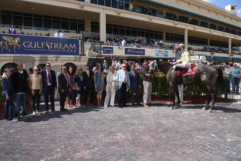Dream Dancing wins the 2017 Herecomesthebride Stakes<br /> Coglianese Photos