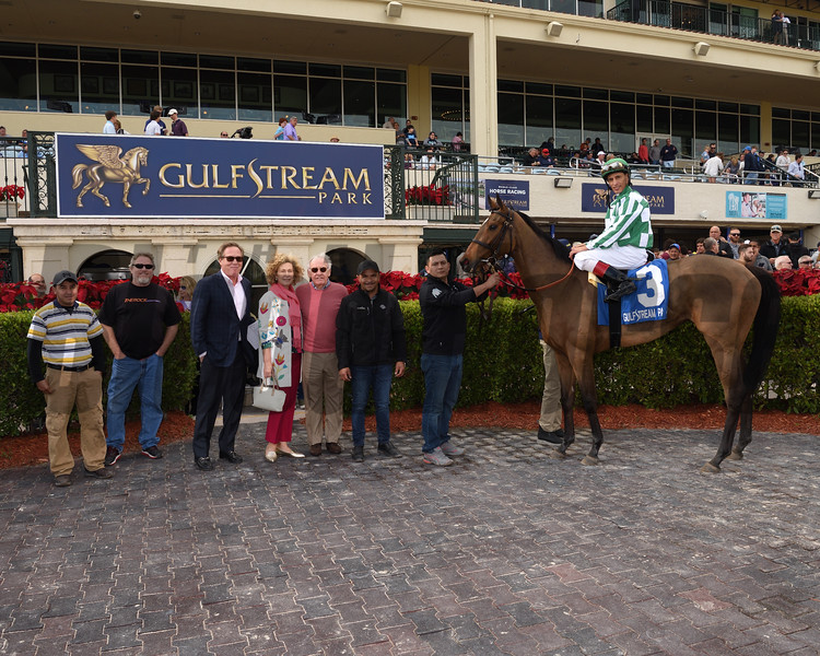 Dream Awhile wins the 2017 Tropical Park Oaks - Division One<br /> Coglianese Photos