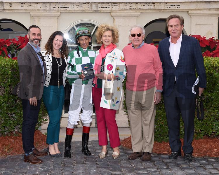 Dream Awhile wins the 2017 Tropical Park Oaks - Division One<br /> Coglianese Photos