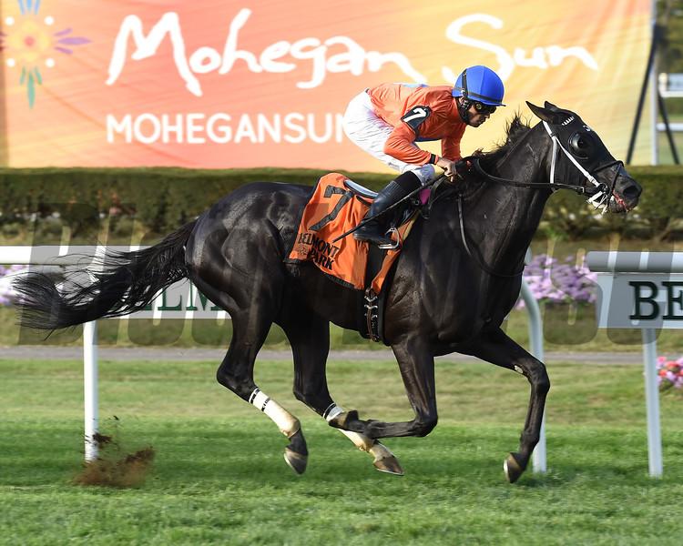 Black Tide wins the 2017 Mohawk<br /> Coglianese Photos