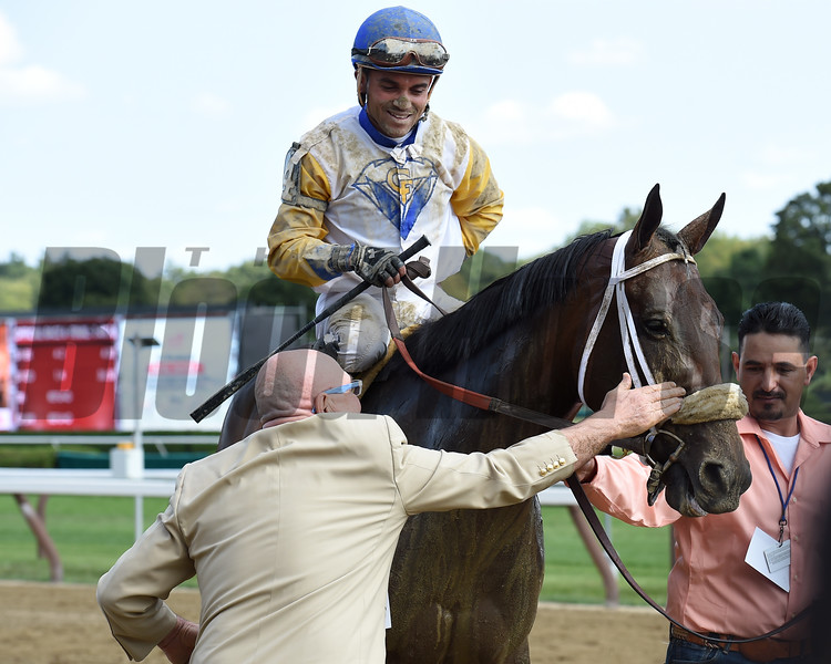 Forever Unbridled wins the 2017 Personal Ensign<br /> Coglianese Photos/Susie Raisher