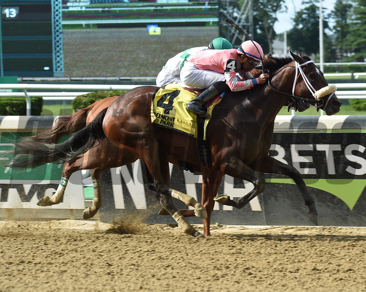 Super Marina wins the 2017 Wild Applause Stakes<br /> Coglianese Photos/Chelsea Durand