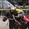 Diamond Oops wins the 2017 Kiss a Native Stakes<br /> Coglianese Photos/Kenny Martin
